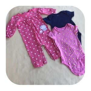 6/$15 12M Carter's Outfit & 2 onesies
